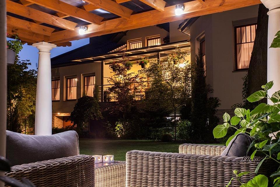 5 ways smart technology can improve your garden lighting