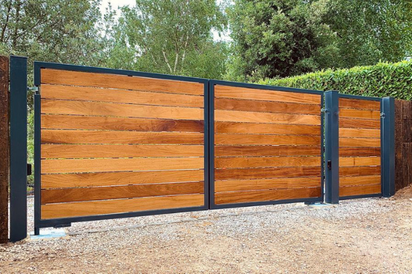 Automatic residential gate